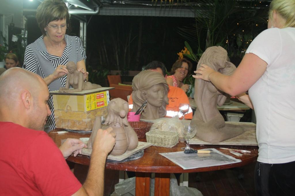 students-sculpting-class